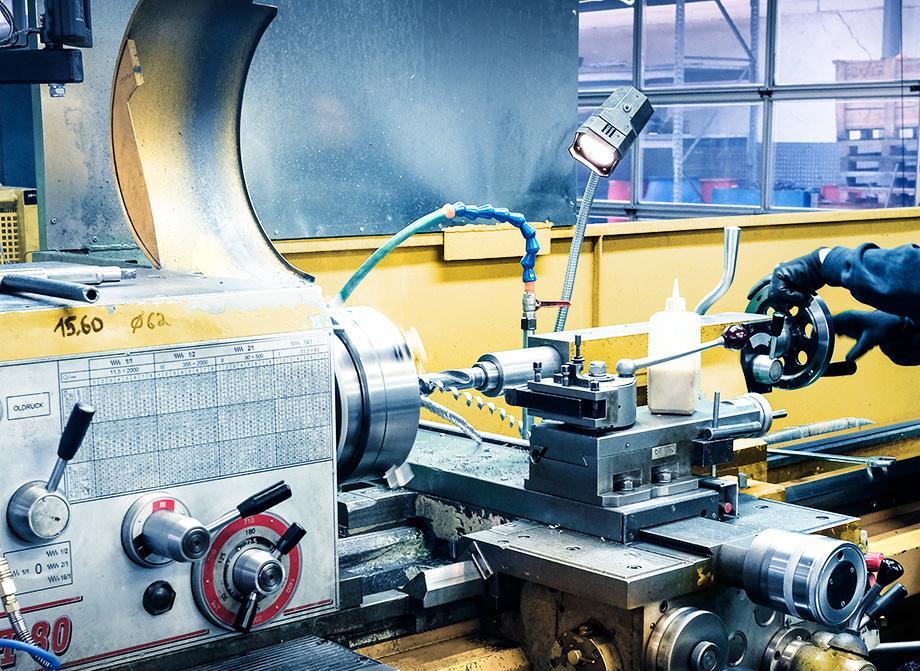 Foto zeigt die Auswuchtmaschine bei ELBE Gelenkwellen-Service