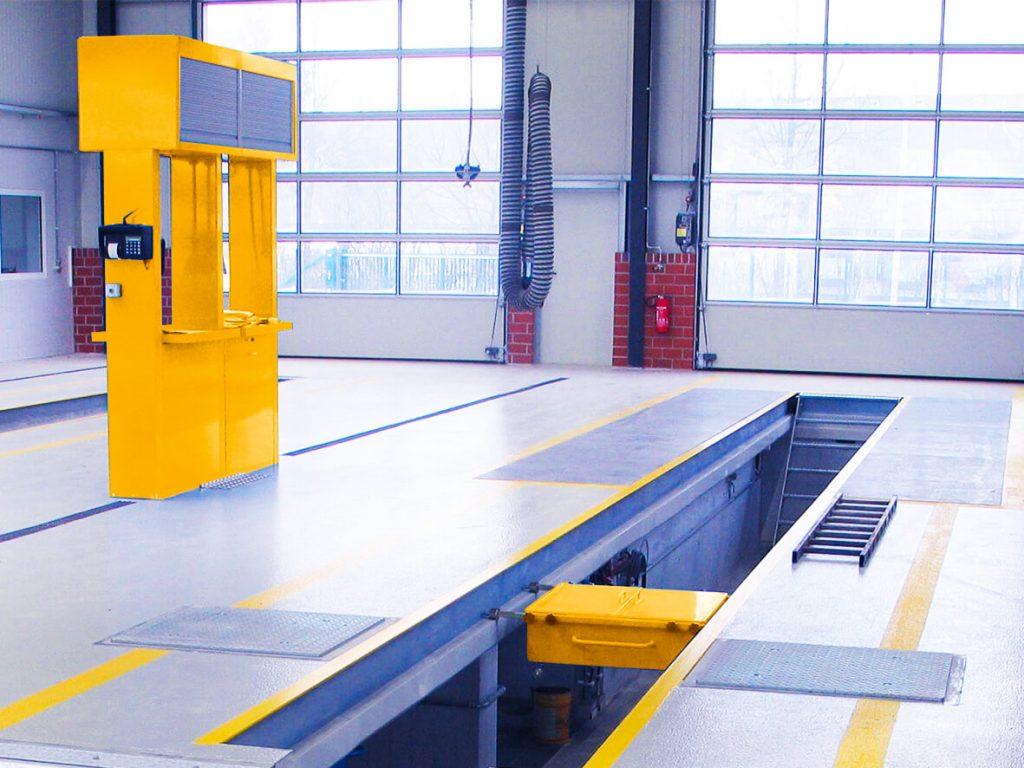 Blick ein eine neu eingerichtete KFZ Werkstatt zur Verdeutlichung der Leistung Werkstattausrüstung